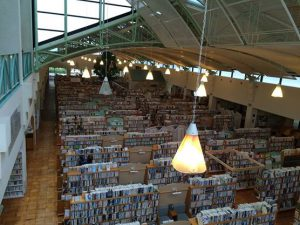 伊万里市民図書館